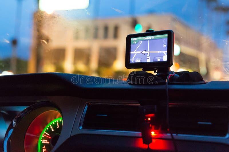 Dispositivo GPS en un sistema de navegación por satélite del coche imágenes de archivo libres de regalías