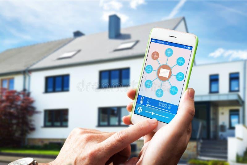 Dispositivo home esperto - controle home fotos de stock royalty free