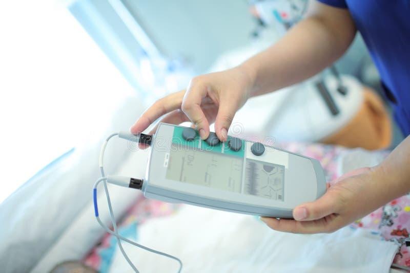 Dispositivo médico para o tratamento cirúrgico dos problemas com rato do coração foto de stock royalty free