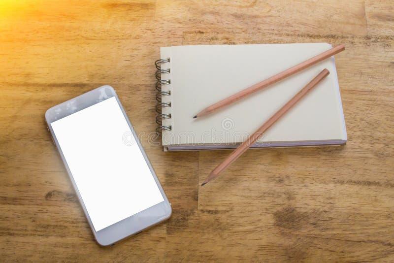 Dispositivo móvil usado para la planificación de empresas y el nuevo comienzo corporativo fotografía de archivo libre de regalías