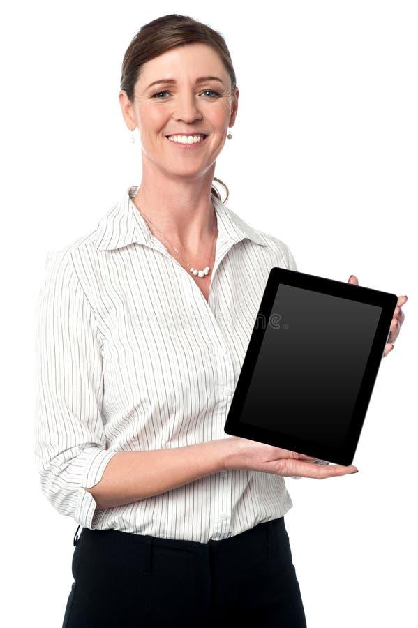 Dispositivo nuevamente puesto en marcha de la tableta en el mercado fotografía de archivo