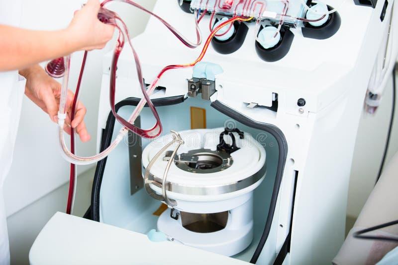 Dispositivo para comprobar sangre durante donaciones de sangre foto de archivo
