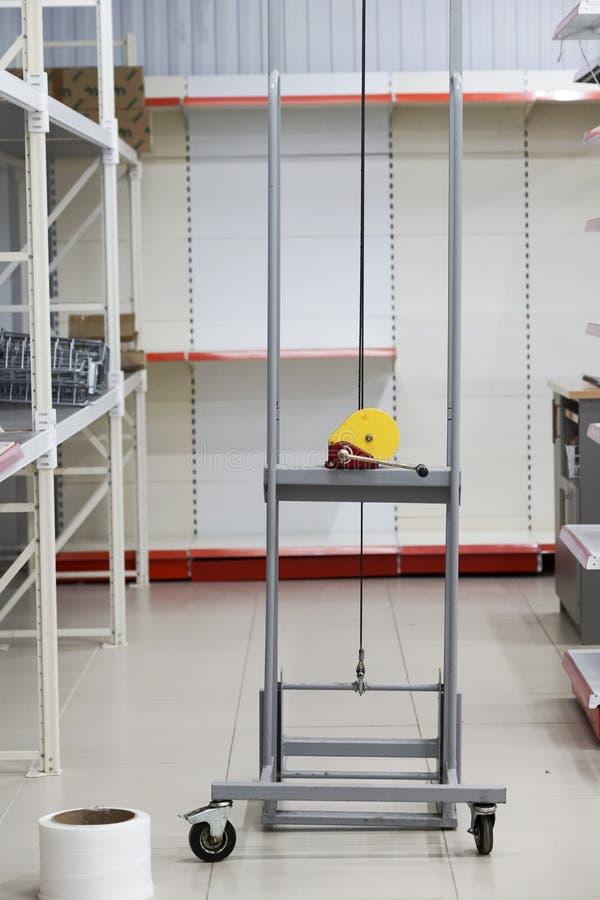 Dispositivo para a embalagem, o levantamento e o transporte dos bens fotos de stock