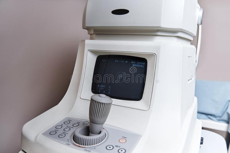 Dispositivo para o procedimento diagnóstico na oftalmologia imagens de stock