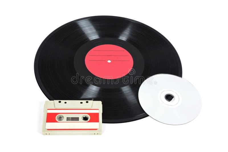 Dispositivos de almacenamiento de la música - disco de vinilo, casete análogo y CD fotos de archivo libres de regalías