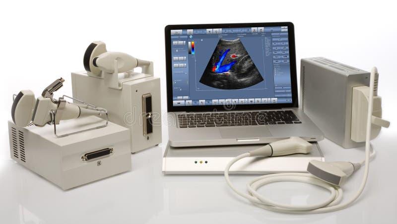 Dispositivos del ultrasonido en un fondo blanco imagen de archivo