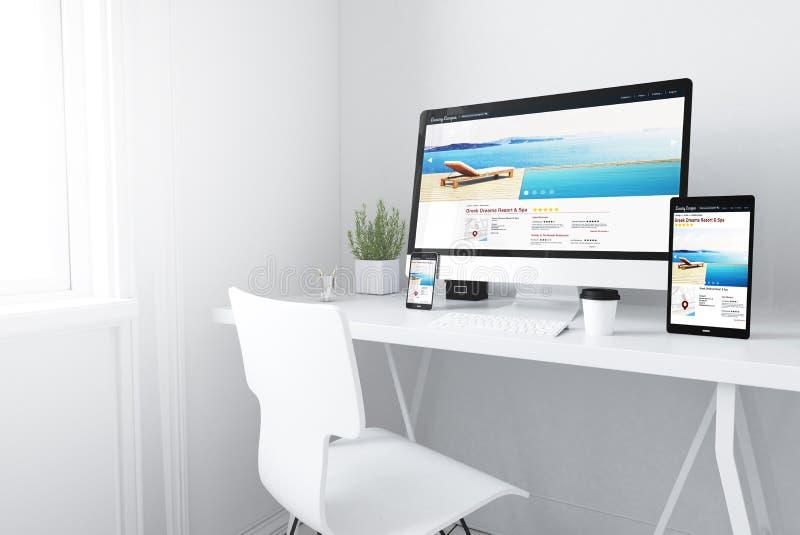dispositivos no recurso do espaço de trabalho e no Web site mínimos brancos dos termas ilustração stock