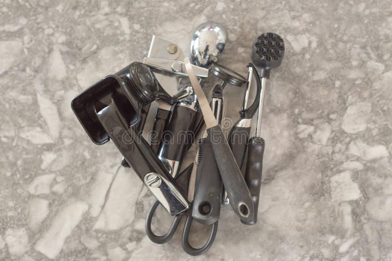 Dispositivos pretos e de aço da cozinha foto de stock royalty free
