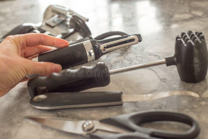 Dispositivos pretos e de aço da cozinha imagem de stock royalty free