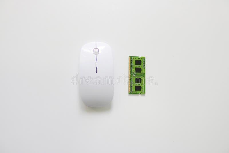 Dispositivos rato e RAM Card sem fio do computador fotografia de stock