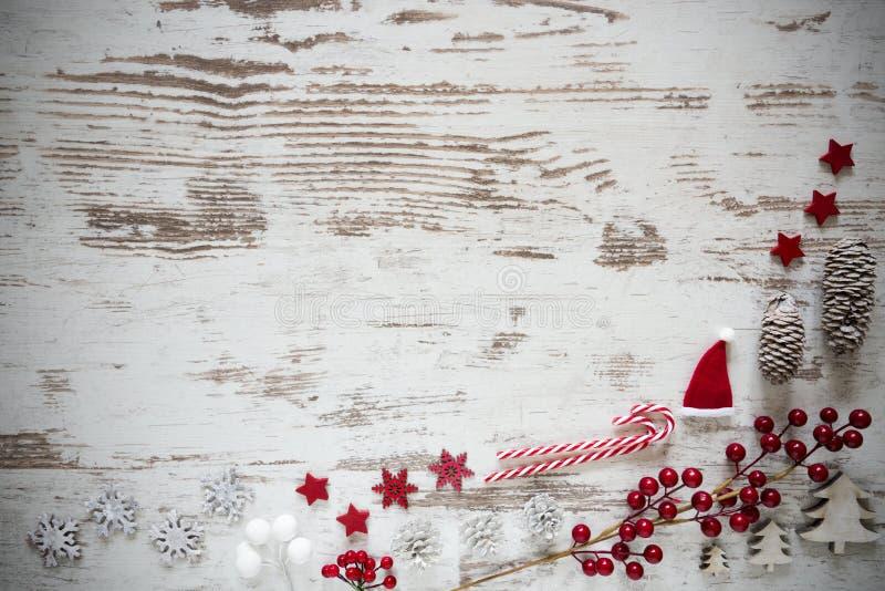 Disposizione d'annata del piano, fondo di legno bianco, decorazione di Natale, spazio della copia fotografia stock libera da diritti