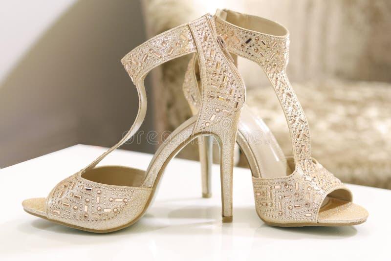 Disposizione degli oggetti nuziali prima di nozze, nozze indiane fotografie stock