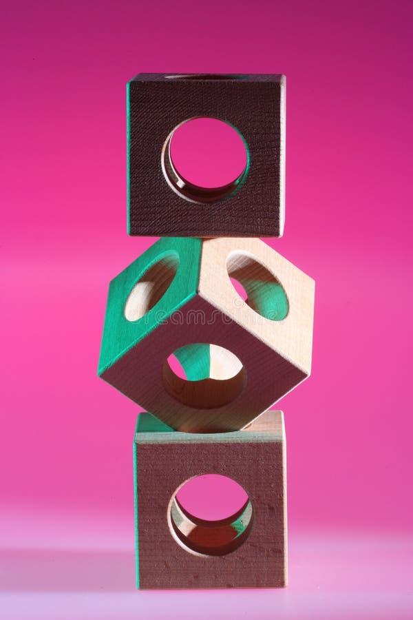 Disposizione dei cubi di legno fotografia stock libera da diritti
