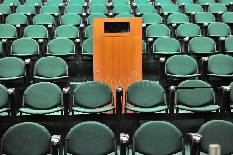 Disposizione dei posti a sedere del teatro di conferenza immagini stock
