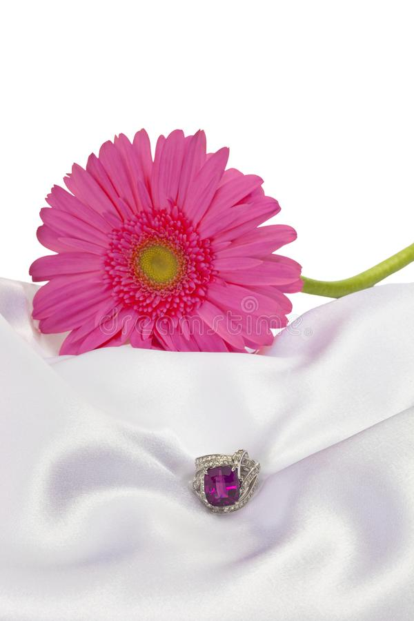 Disposizione del fiore con la pietra preziosa fotografia stock libera da diritti