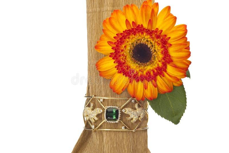 Disposizione del fiore con la pietra preziosa fotografie stock libere da diritti