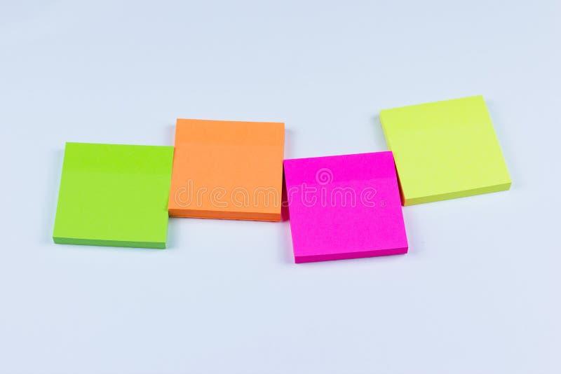 Disposizione delle note appiccicose colorate fotografia stock libera da diritti