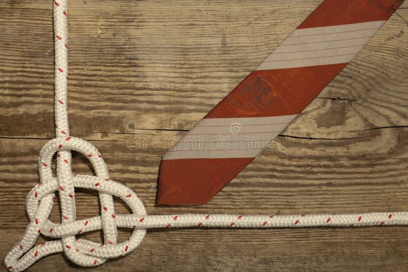 Disposizione di legno legata del piano del fondo del cuore del nodo del mare immagine stock libera da diritti