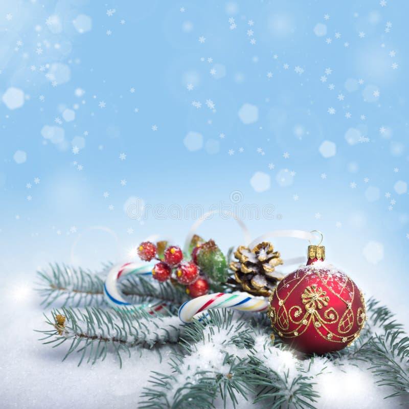 Disposizione di Natale su fondo blu astratto, spazio del testo fotografia stock libera da diritti