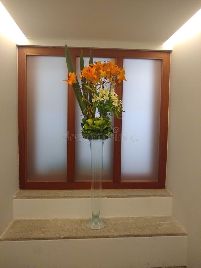 disposizione floreale per la decorazione fotografia stock