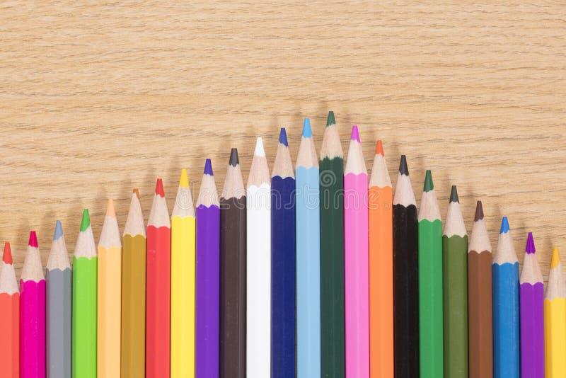 Disposizione variopinta di natura morta dei pastelli della matita immagini stock libere da diritti