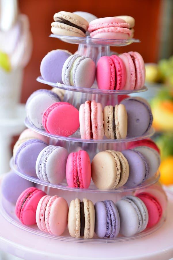 Disposizioni dei dolci per il ricevimento nuziale o i simili eventi immagini stock