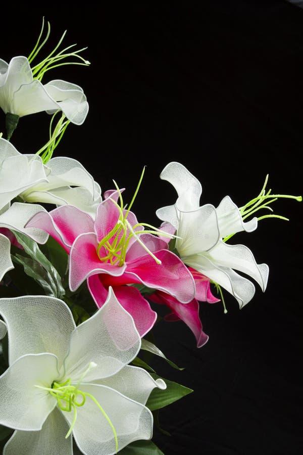 Disposizioni dei fiori di seta fotografie stock