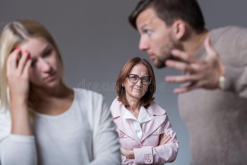 Disputa marital e mãe média imagens de stock