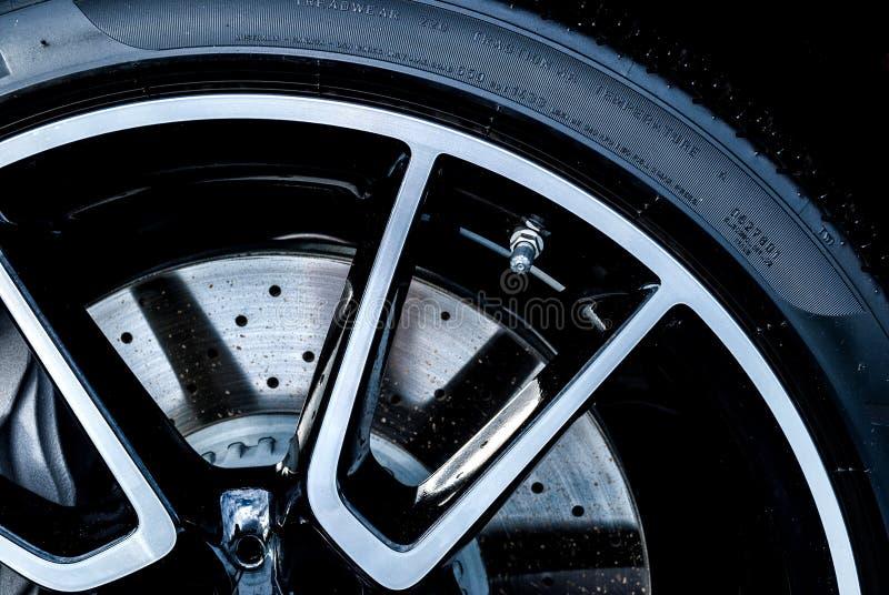 Disque-frein superbe de voiture photo stock