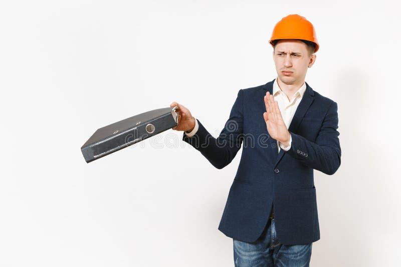 Dissatisfied molestó al hombre de negocios cansado en el traje oscuro, gesto protector de la parada de la demostración del casco  fotos de archivo libres de regalías