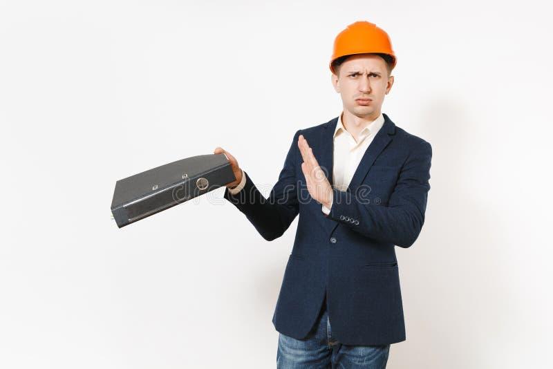 Dissatisfied molestó al hombre de negocios cansado en el traje oscuro, gesto protector de la parada de la demostración del casco  imagenes de archivo