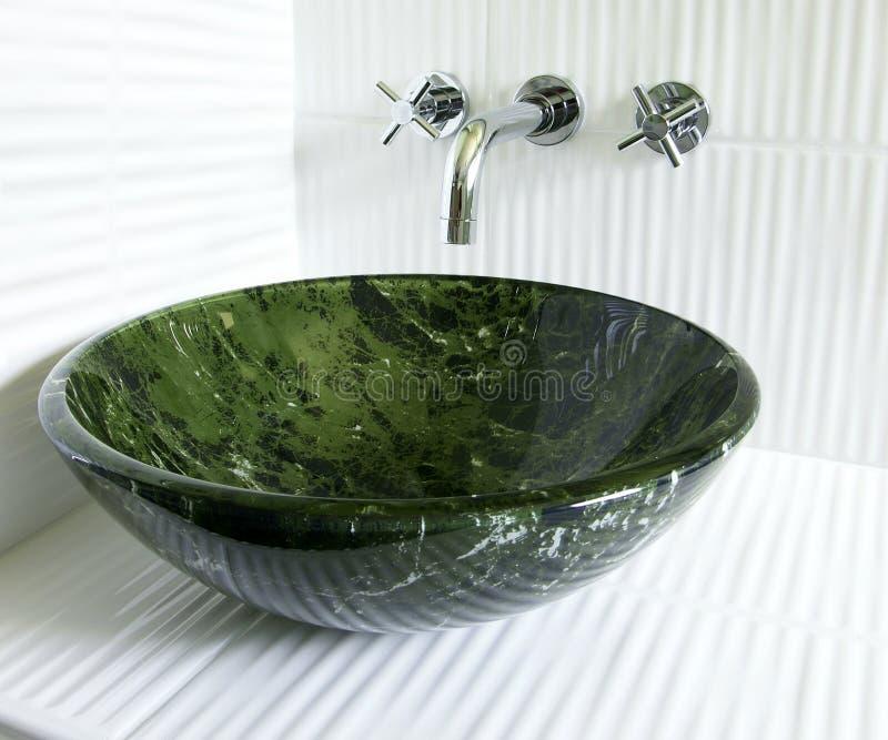 Dissipador e faucet modernos da embarcação foto de stock royalty free