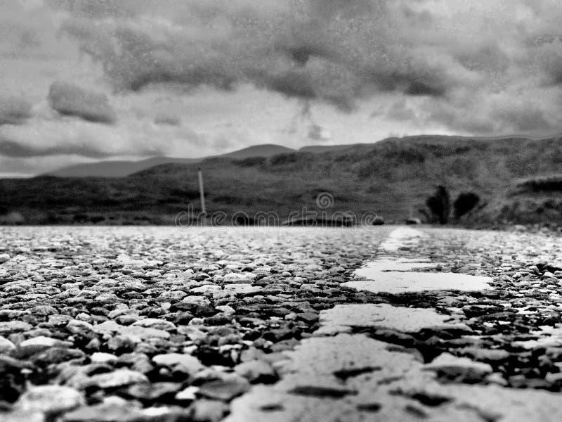 Distante autoestrada em Glencoe, Terras Escocesas foto de stock royalty free
