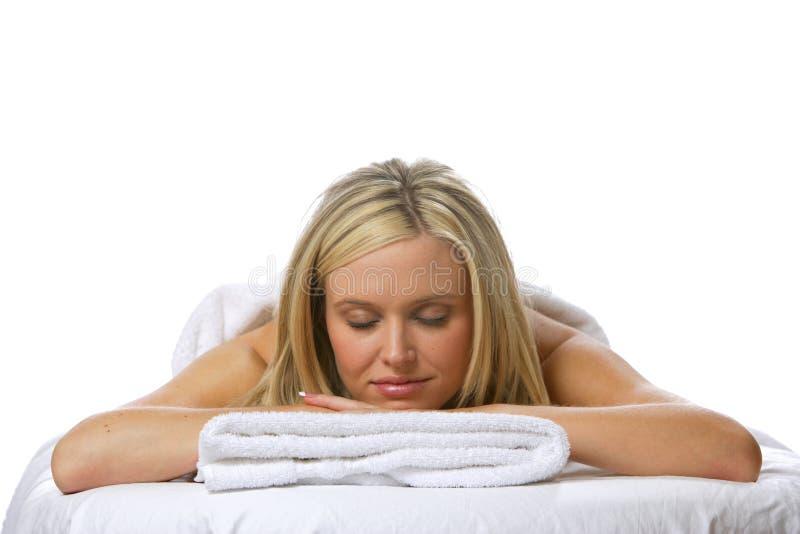 Distendendosi dopo un massaggio fotografia stock libera da diritti