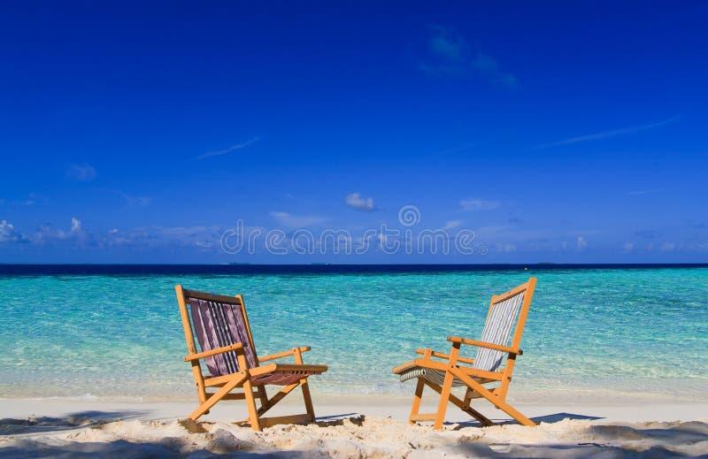 Distendendosi sul paradiso tropicale fotografie stock