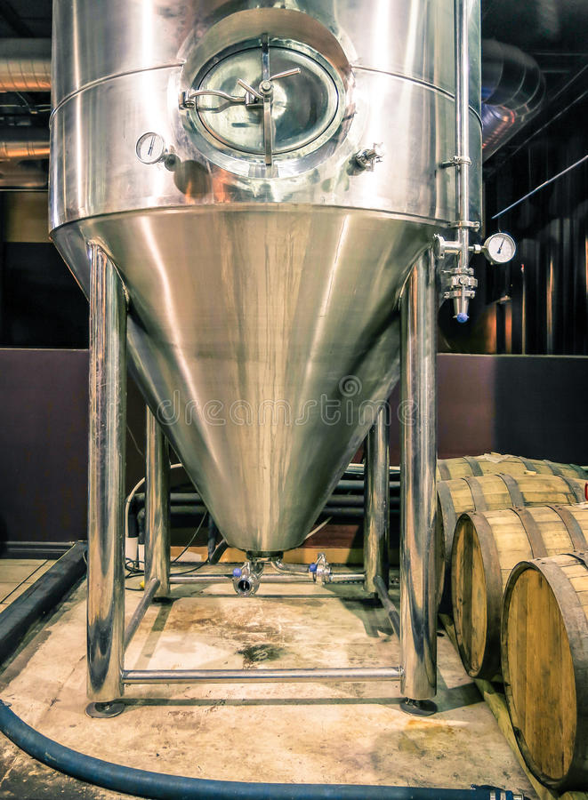 Distillatietank in Microbrewery stock afbeeldingen