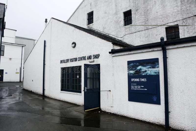 Distilleria di Talisker, isola di Skye, Scozia fotografia stock libera da diritti