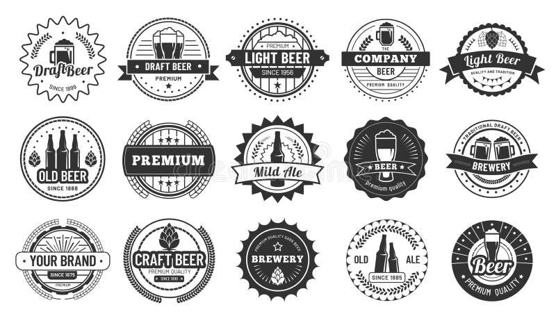 Distintivi della birra Pub delle birre, bottiglia della lager ed insieme dell'illustrazione di vettore isolato distintivo della b royalty illustrazione gratis