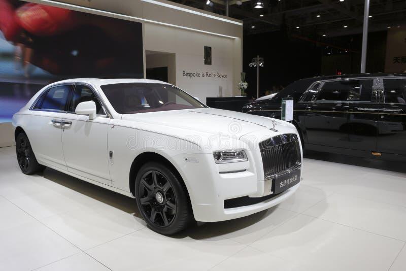 Dist?ncia entre o eixo dianteiro e traseiro prolongada do fantasma de Rolls royce imagens de stock royalty free