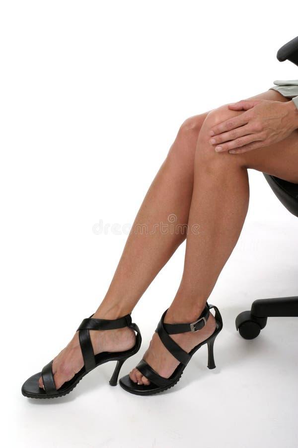 Distracción De Las Piernas En La Oficina De Negocios 2 Fotos De Archivo Gratis