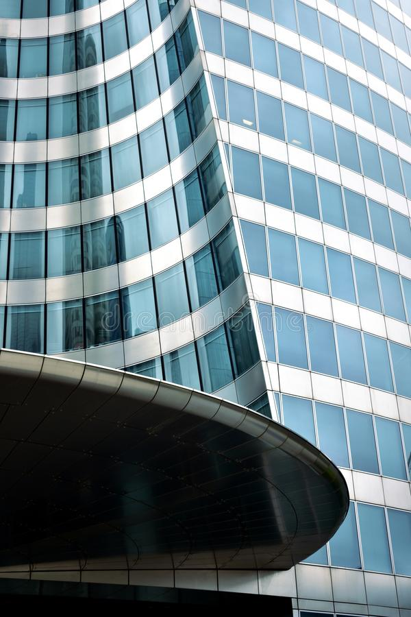 Distretto aziendale della difesa della La Primo piano del grattacielo con le riflessioni Parigi, Francia, il 15 agosto 2018 fotografie stock