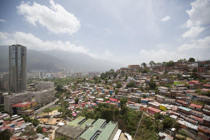 Download Distretto Dei Bassifondi Di Caracas Con Le Piccole Case Colorate Di Legno Fotografia Stock - Immagine di gruppo, povero: 56877728