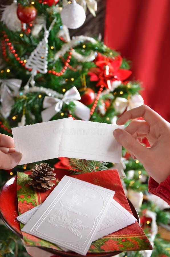 Distribución de la oblea de la Nochebuena foto de archivo libre de regalías