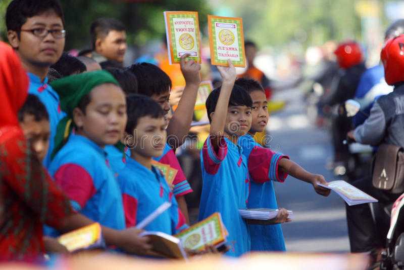 Distribuez les livres religieux photo libre de droits