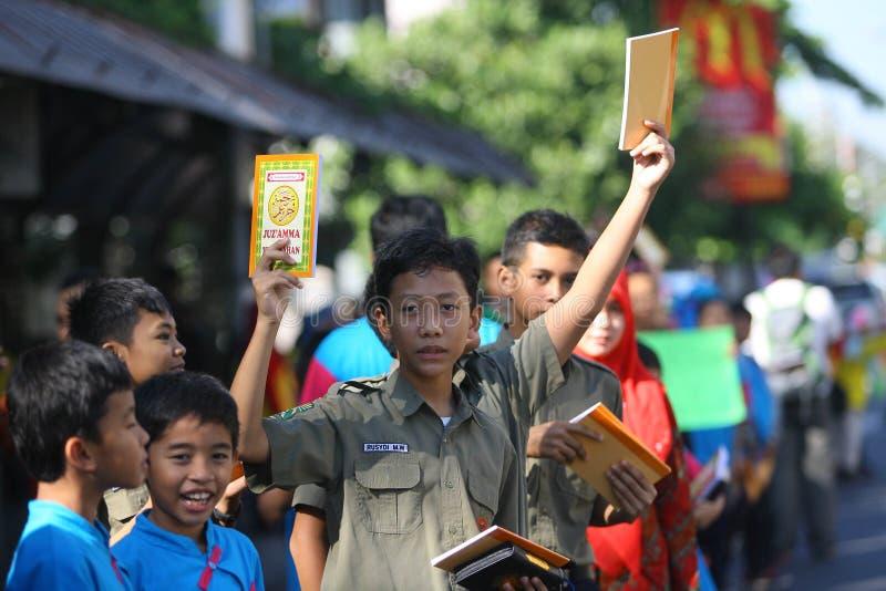 Distribuez les livres religieux image libre de droits