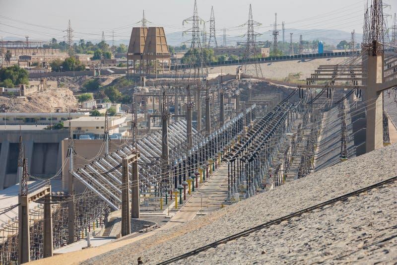 Distribuição da energia elétrica na represa de Aswan foto de stock