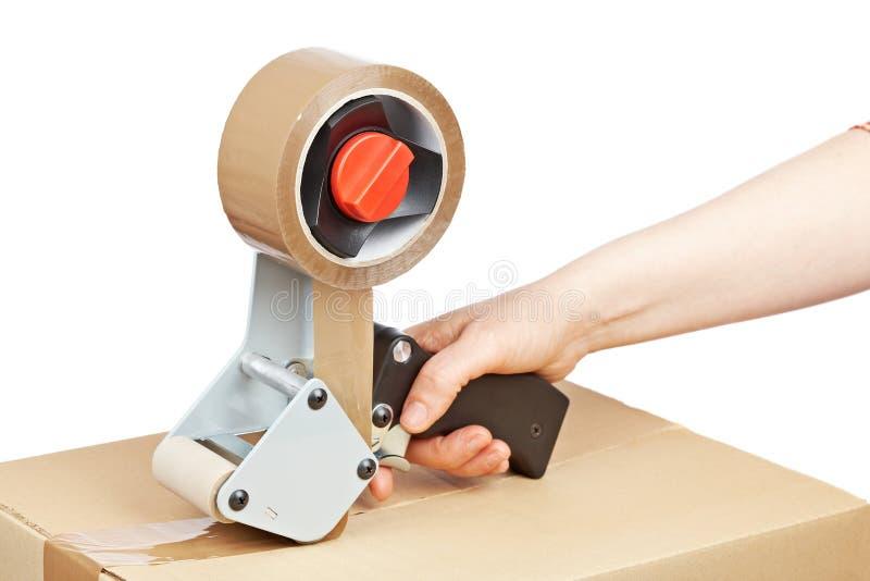 Distribuidor da fita e caixa de transporte de empacotamento fotografia de stock