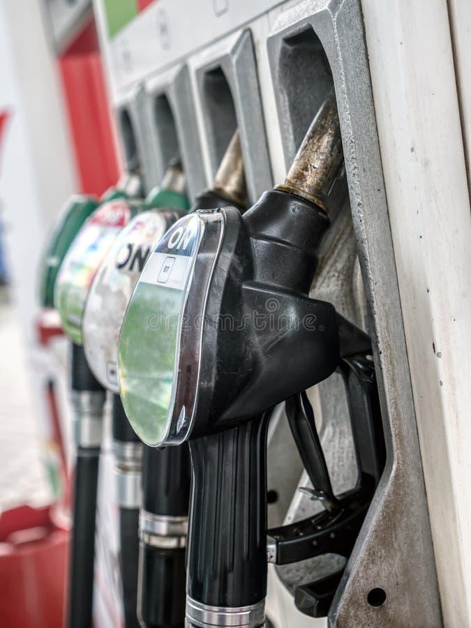 Distribuidores de bombas de gasolina fotos de stock