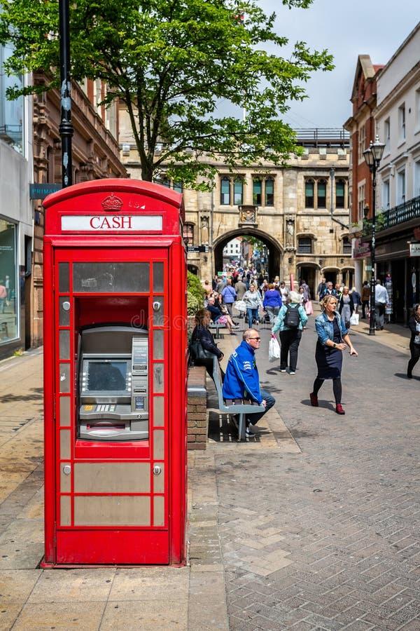Distributeur automatique de billets dans le kiosque de téléphone rouge, Lincoln photos libres de droits