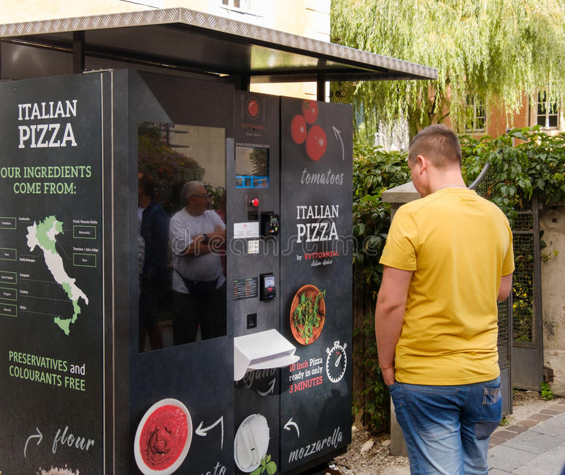 Distributeur automatique de pizza images libres de droits